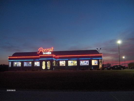 มิสซูรีเวลลีย์, ไอโอวา: Penny's Diner Exterior night