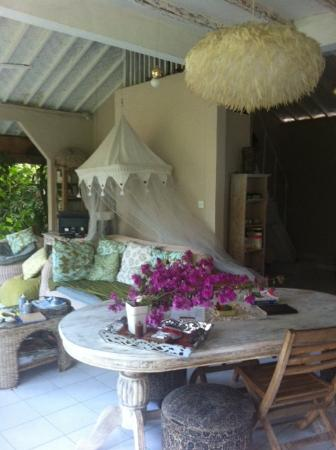 Casa Mia BnB Bali Seminyak: open living room with fresh flowers on the table
