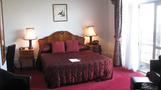 The County Hotel Napier: Our comfortable room....beautifully and tastefully decorated.