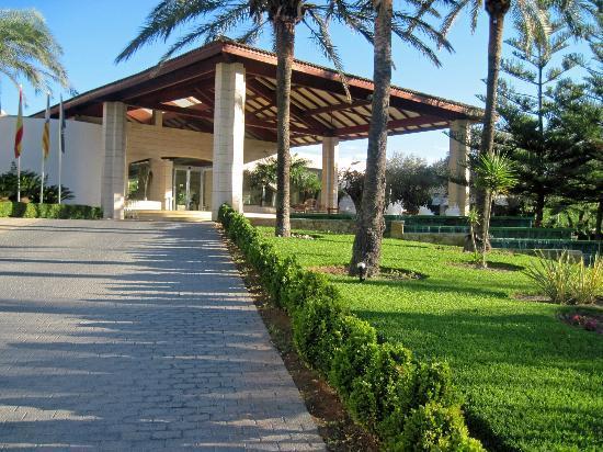 Prinsotel La Dorada: Front of Hotel