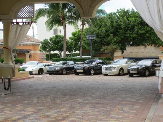 Acqualina Resort & Spa on the Beach: Valet Parking