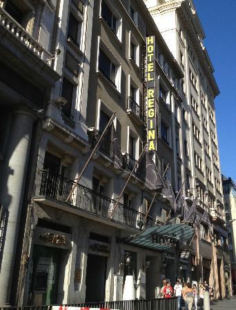 Desk picture of hotel regina madrid tripadvisor for Hotel regina madrid opiniones
