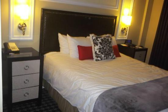 Wyndham Canterbury at San Francisco: This is a pic of the bedroom.
