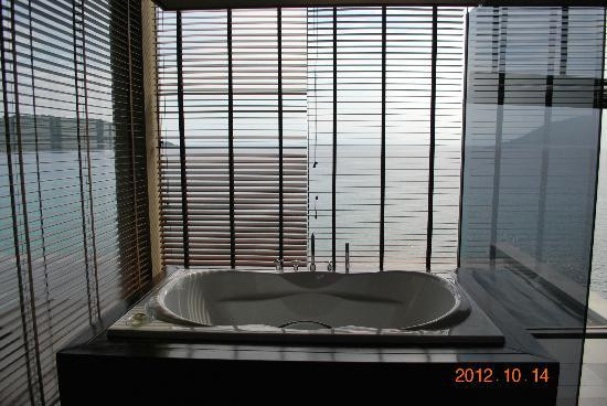 Impiana Private Villas Kata Noi: View from bathroom