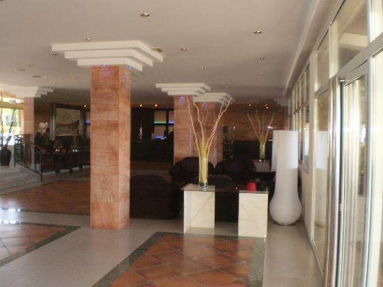 Sol Beach House Menorca : hall d'accueil
