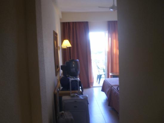 Sol Beach House Menorca : entree chambre