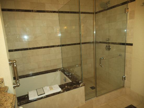 Thunder Valley Casino Resort: Great shower/bath