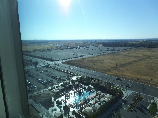 Thunder Valley Casino Resort: View from 15th floor of pool and parking