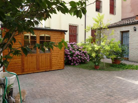 Antica Via Room and Breakfast: Area parcheggio