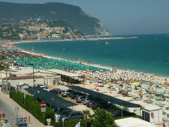 La spiaggia picture of hotel numana palace marcelli di for Hotel meuble la spiaggiola numana