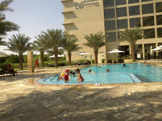 Centro Sharjah: бассейн