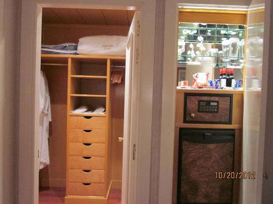 Hotel Atlantico: Walk In Closet/safe In Standard Double