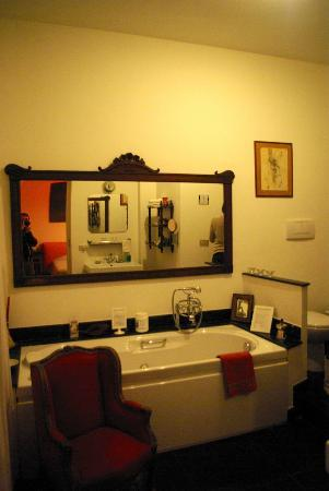 Aurelio Aquilone B&B: Big mirror in the Bath room of Suite Hammam
