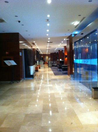 AC Hotel Zaragoza Los Enlaces by Marriott: Hall