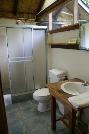 Cabanas Las Pigualas: Bathroom