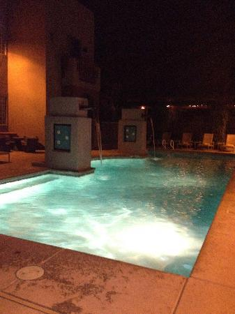 Lodge on the Desert: Pool view from hot tub