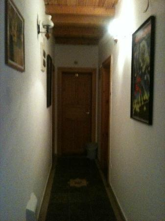 Hungaria Guesthouse: View of hallway