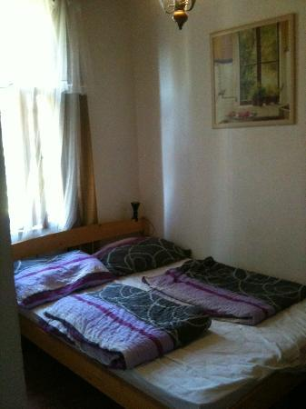 Hungaria Guesthouse : Bed
