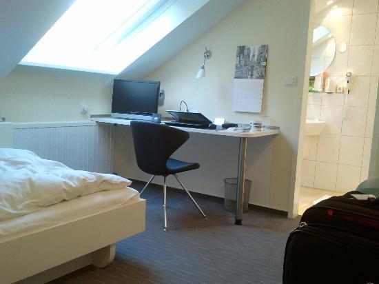 Waldhotel Sulzbachtal: Work desk