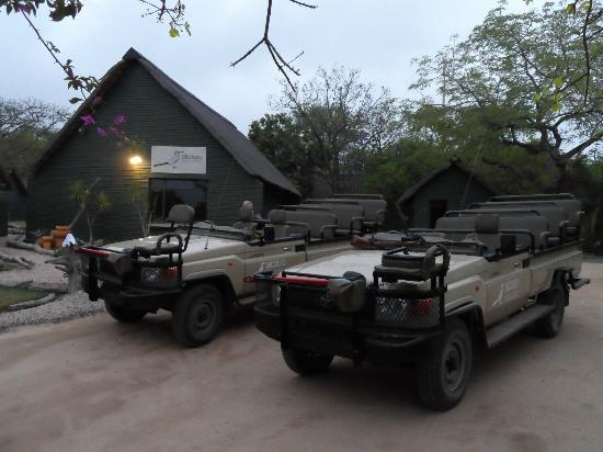 Nkorho Bush Lodge: Ready to go for the morning bush drive