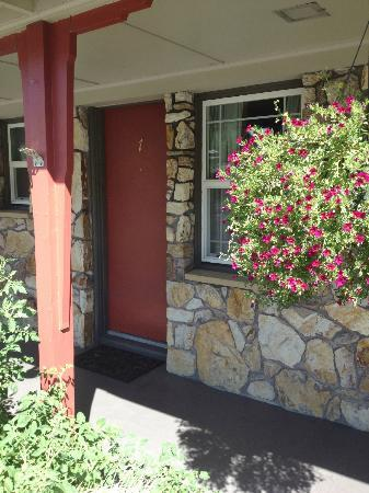 Rugged Country Lodge: Behind our beautiful red doors are dream soft rooms!