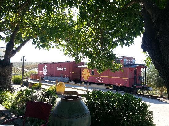 Pomar Junction Vineyard & Winery: Train at Pomar Junction