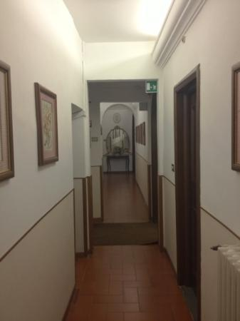 Hotel Alessandra: first floor hall