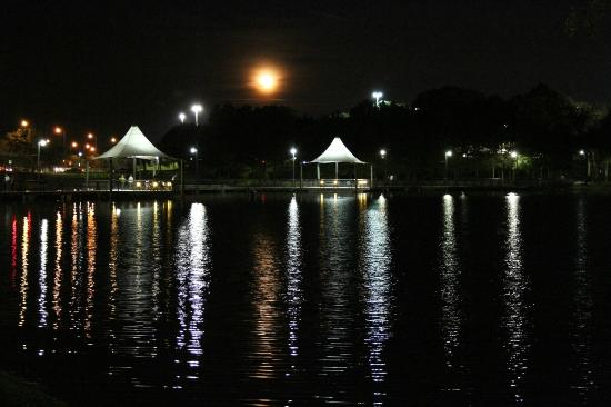 Crane's Roost Park: Moon rising