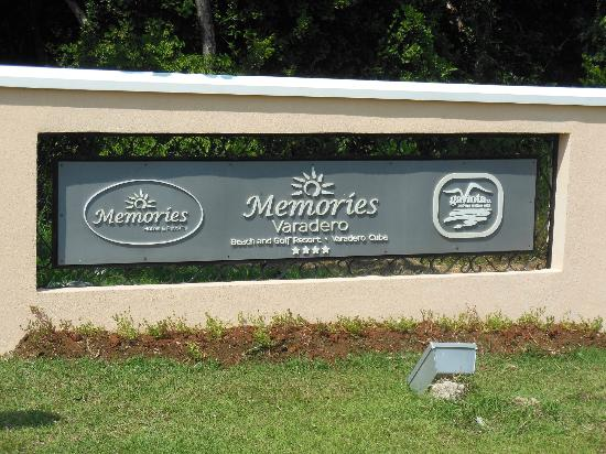 Memories Varadero Beach Resort: Resort sign
