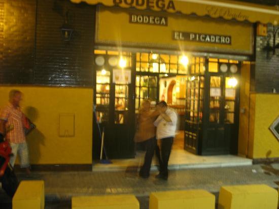 Reyes Catolicos Hotel: local bar