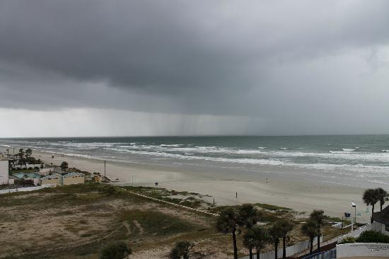 Daytona Beach Regency: Storm coming in from the ocean!