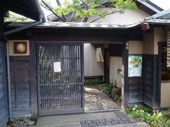 Kurino Komichi: 和菓子屋さんの外観