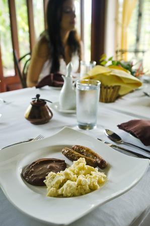 Hidden Valley Inn: Breakfast before a full day of tours.