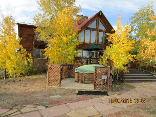 Flagstone Meadows Ranch Bed and Breakfast: Outside of B&B