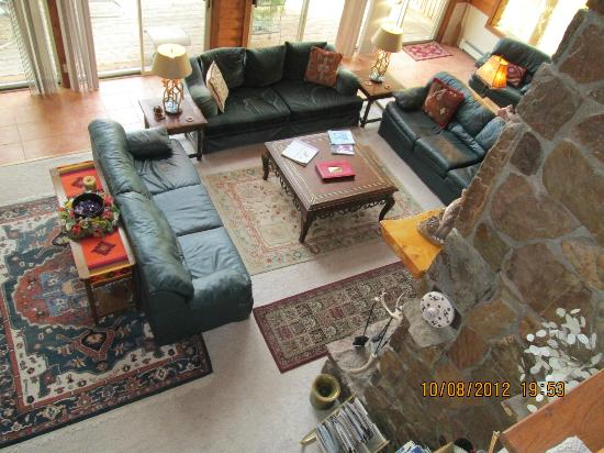 Flagstone Meadows Ranch Bed and Breakfast : Living Room area