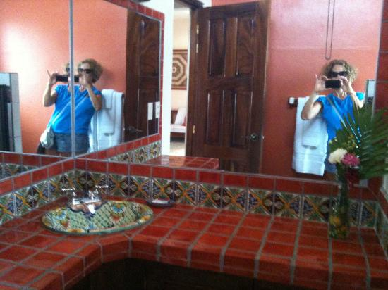 Zicatela Suites: The pretty tiles in the bathroom and me!