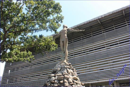Iloilo City, Filipinas: Oblation at UP Iloilo