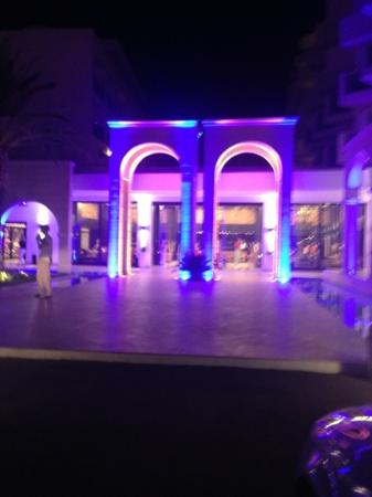 Mitsis Faliraki Beach Hotel: the front doors