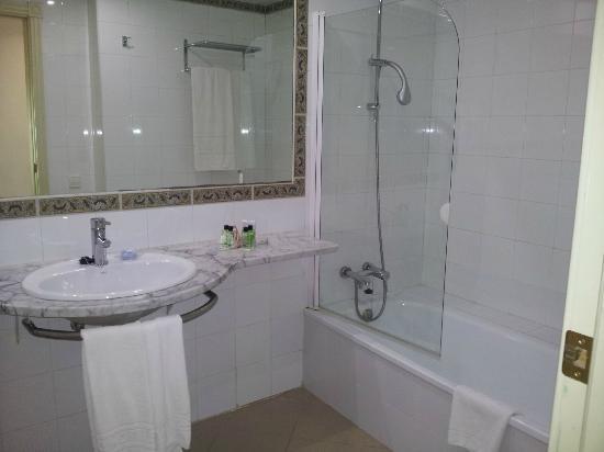 H10 Timanfaya Palace: bathroom
