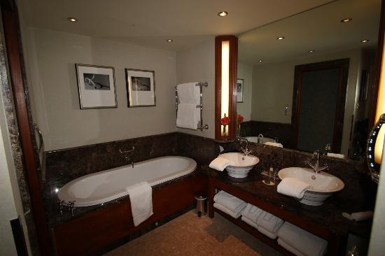 The Chester Grosvenor: Presidential suite bathroom
