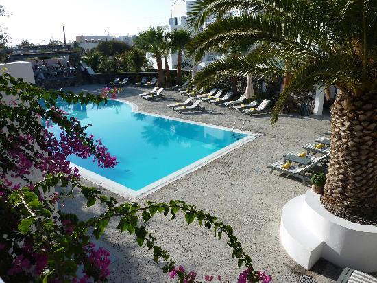 Santorini Kastelli Resort: Pool area