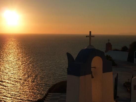 Santorini Kastelli Resort: Oia at sunset