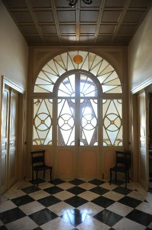 Halepa Hotel: Lovely door