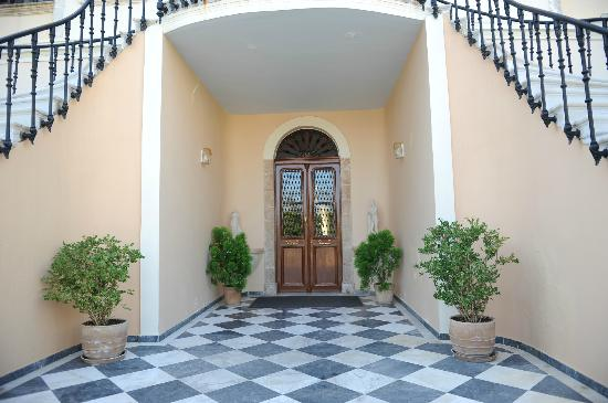 Halepa Hotel: Hotell Entrance