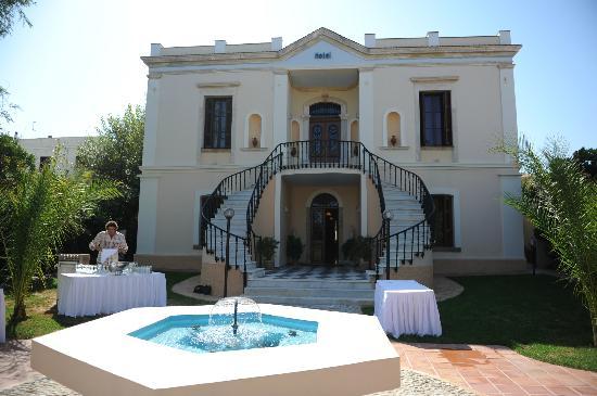 Halepa Hotel: The hotel 