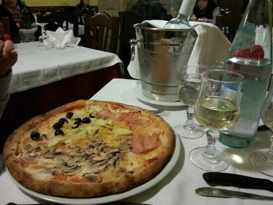 la Trottola: pizza e pinot