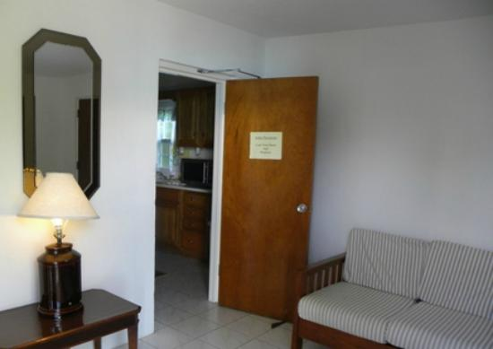 Brightside Guest Apartments: Large Family Cottage