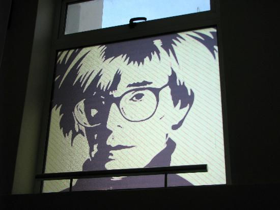 H Rado Hostel: Andy Warhol on the window