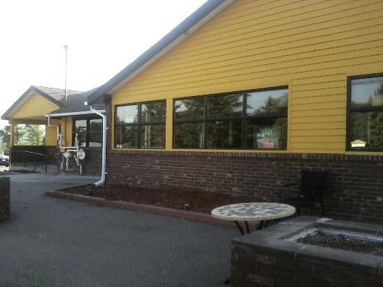 A-1 Pizzeria-Restaurant: Front Facade