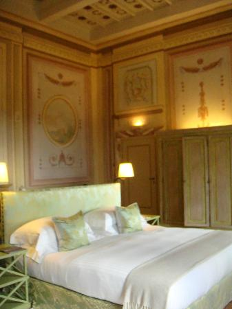 Castello del Nero Boutique Hotel & Spa: Just check out those frescoes..